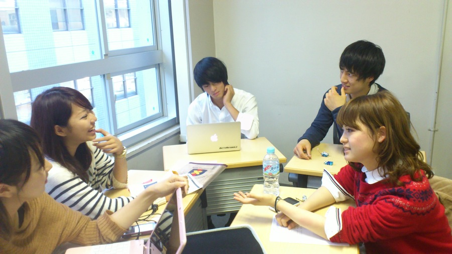 Dibating students in group work class