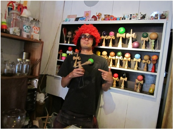 Morimako (the owner of KENDAMA ROCK CAFÉ)