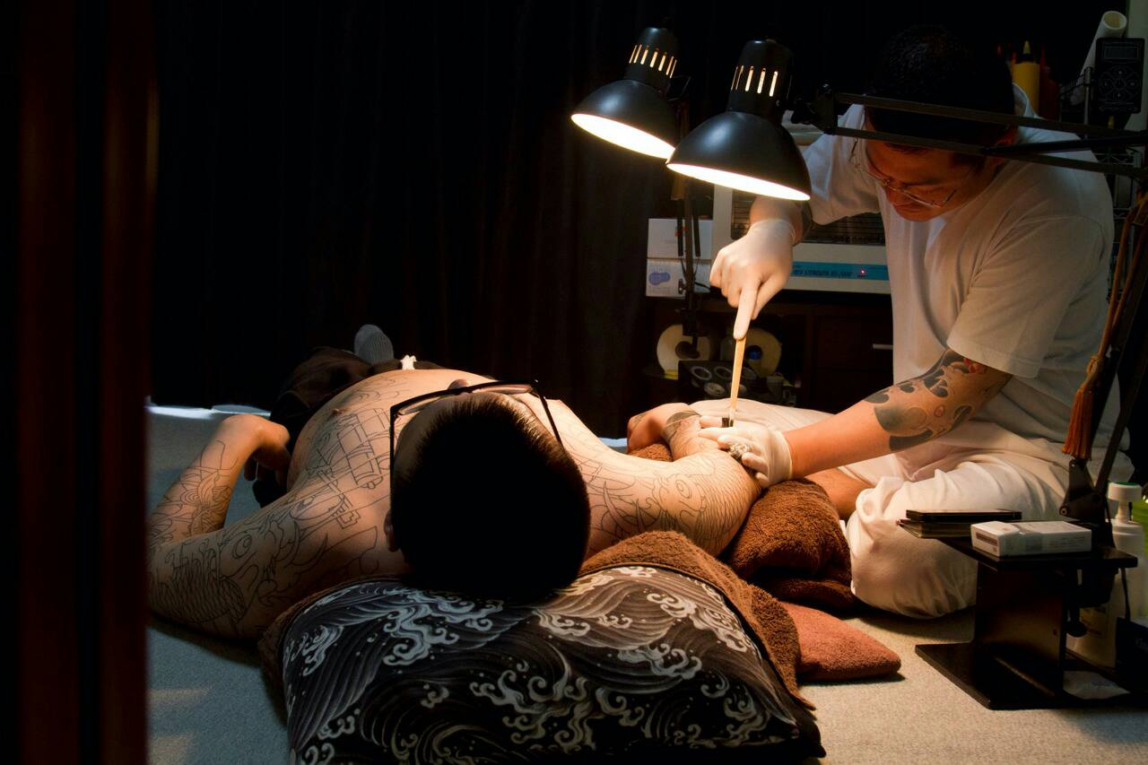 Horiyu carves Japanese tatoo 1