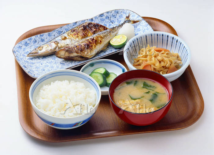 This is common washoku. Most of washoku consists of rise with soup and three other dish.