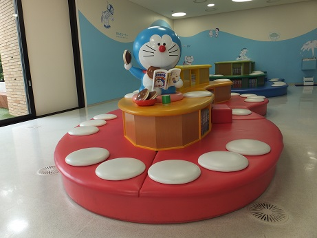 At the museum, visitors can read all of the works of Fuiko・F・Fujio.